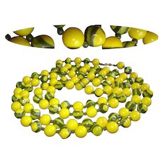 Vintage Glass Beaded Necklace  . Yellow Green Swirled