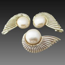 "Sarah Coventry ""Pearl Flight"" pin and earrings"