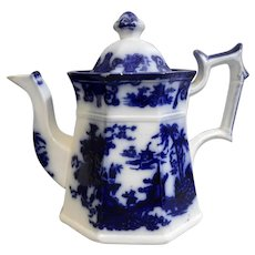 A Beautiful Dark Flow Blue Teapot with a Chinoiserie Pattern, circa 1845
