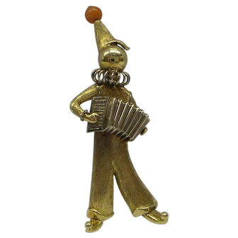 Lovely 3 dimensional Solid 14kt Italy 2 tone Clown playing accordion Pin...Circa 1950's