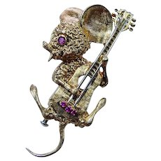 Van Cleef and Arpels Animal Jewelry 18K Gold Mouse with Guitar Brooch