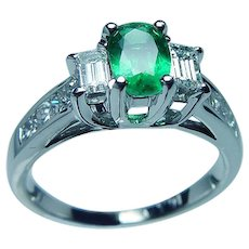 Vintage 18K White Gold Colombian Emerald Princess Diamond Ring 3 stone
