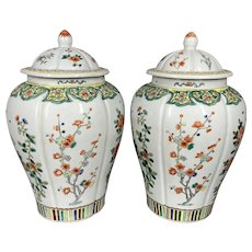 Antique pair of porcelain Chinese Family Verte vases. Worldwide free shipping.