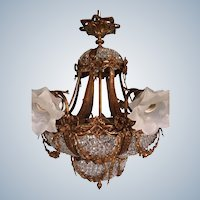 Amazing chandelier in gold and crystal