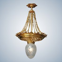 Stunning Chandelier Gilded fine-quality Bronze and Decorative Glass