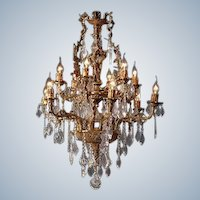 Stunning Louis XVI style Chandelier Gilded Bronze with high-quality Crystal