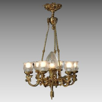 Louis XVI Chandelier Gilded Bronze and High-Quality Cut Glass