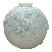 R Lalique, Druide or Gui de Chene Vase, Blue Staining, Nice Form, Great Detail
