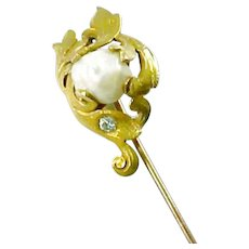 Art Nouveau Pearl Diamond 14 Karat Gold Stick Lapel Pin