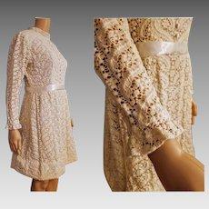 Vintage LACE BABYDOLL iconic 60s/70s mod Hippie wedding Dress - MEDIUM