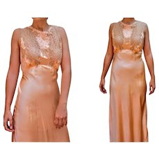 EXQUISITE OLD HOLLYWOOD Vintage 1930s 1940s Peach Silk & Lace Lingerie dress Gown (Extra Small - Small)