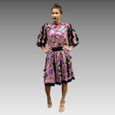 "UNUSED Vintage $550 DIANE FREIS 1980s Silk boho ruffled SIGNED ""Faces"" motif Dress (size Extra Small/Small)"