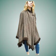 EXQUISITE Vintage 1970s Houndstooth Wool DESIGNER Cape Coat