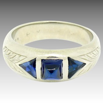 Vintage Art Deco Etched 18k White Gold 0.90ctw 3 Stone Sapphire Ring