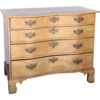 American New England Chippendale Faded Mahogany Oxbow Chest of Drawers