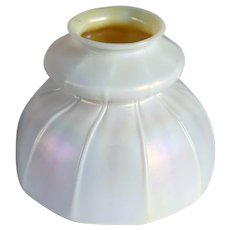 American Quezal Opalescent Calcite and Gold Ribbed Bell Shape Lamp Shade