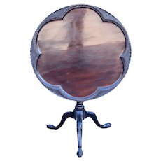 English Chippendale Mahogany Round Tilt-Top Tripod Side Table