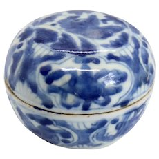 Small Chinese Porcelain Blue and White Round Cosmetic Box
