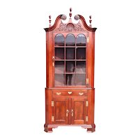 Fine American Philadelphia Chippendale Style Glazed Door Poplar Corner Cabinet