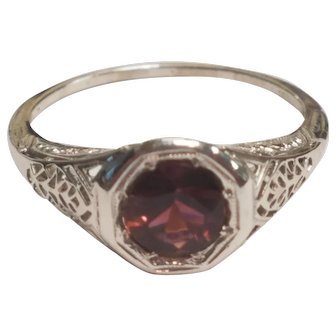 Vintage 18K 0.76CT Purple/Red Tourmaline Bezel Filigree Ring