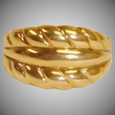 Vintage ITALY 14K Yellow Gold  Scalloped Ring