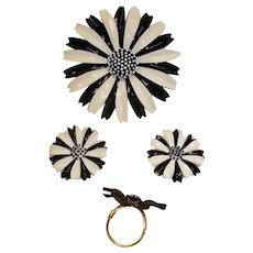 SALE*** Vintage TRIFARI Black & White Daisy Parure - MOD Brooch Earrings and Ring Set