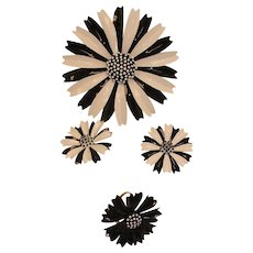 CROWN TRIFARI Black & White Parure - MOD Brooch Earrings and Ring Set - Vintage Daisy Floral Jewelry