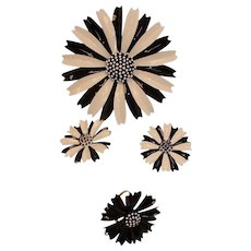 Vintage TRIFARI Black & White Parure - MOD Brooch Earrings and Ring Set - Daisy Parure