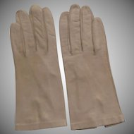 Vintage Ladies Kid Gloves - Tan Leather Kid Gloves with Glass Pearl Button