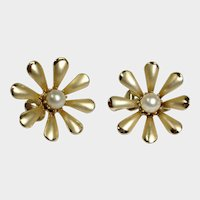 CORO Gold Tone  and Glass Pearl Earrings -  Vintage Clip-On Earrings