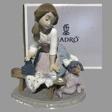 "Lladro ""My Chores"" 5782 Porcelain Figurine With Original Box"