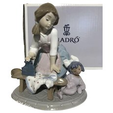 "Lladro ""My Chores"" 5782 Porcelain Figurine With Original Box"