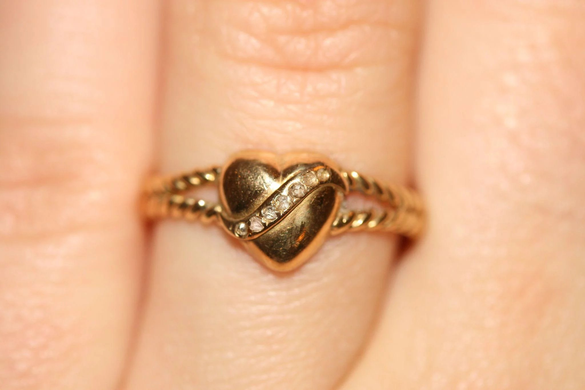 Antique Victorian Gold Diamond Love Heart Rope Ring Circa