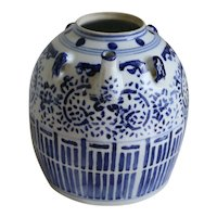 A Chinese Porcelain Wine Pot