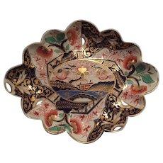 Magnificent English Derby Imari Dish with Scallop Edge, circa 1815
