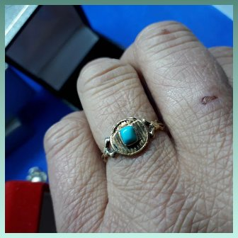 Pleasing Antique Georgian 15ct Gold and Persian Turquoise Ring.