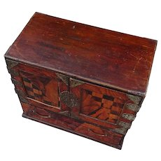 Box of drawers. Japanese box with drawers. Inlaid cabinet of drawers.