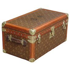 Vintage trunk. Chest, Luggage. Au Touriste.