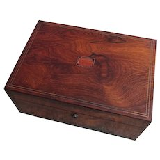 Box. Vanity box. Vintage box. Trinket box.