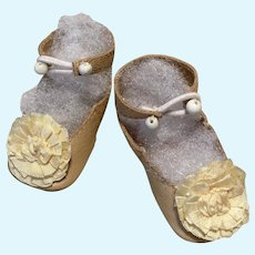 """Ivory Leather Doll Shoes ~ 2 1/4"""" long by 1 """" wide ~ German Doll or French Bebe ~~   ~~ #8n"""