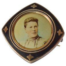 Antique mourning portrait brooch, 1890-1920.