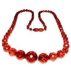 A bakelite/catalin beaded necklace, 1930s.
