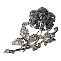A flower head spray saphire brooch, 1900 - 1925.