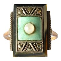 An original, 1935 c. , exquisite art deco ring.
