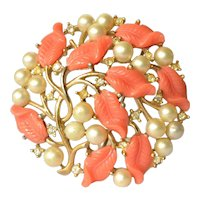A vintage Trifari costume jewellery brooch.