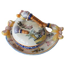 A Henriot Quimper covered faience dish, 'Biniou' ( bagpipe ) motif, 1940c.
