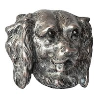 A dog's head brooch, late 19th. century.