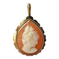 A vintage gold ( 18ct. ) cameo pendant.
