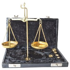 A vintage boxed jeweller's/apothecary's scale weight.