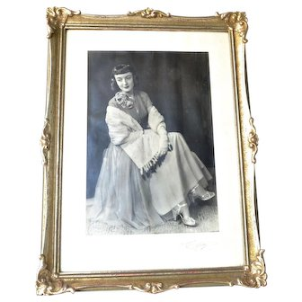 Portrait photograph of a lady, early 1900s.